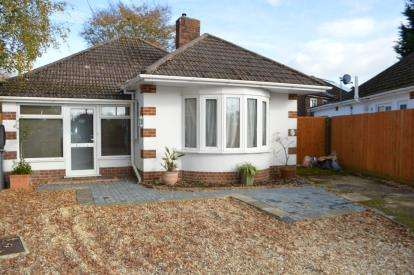 2 Bedrooms Bungalow for sale in Kinson, Bournemouth, Dorset