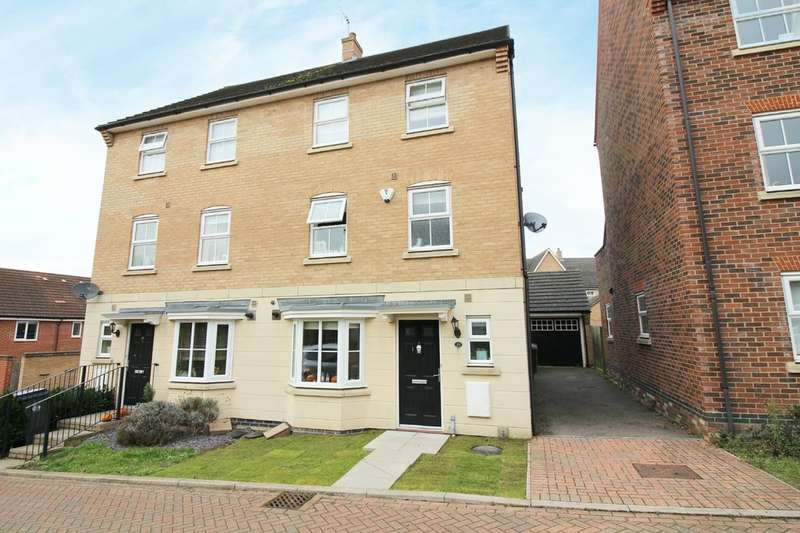 4 Bedrooms Town House for sale in Lady Margaret Gardens, Ware