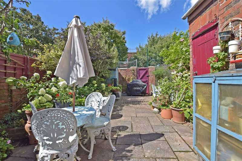 3 Bedrooms Terraced House for sale in Clovelly Road, Southsea, Hampshire