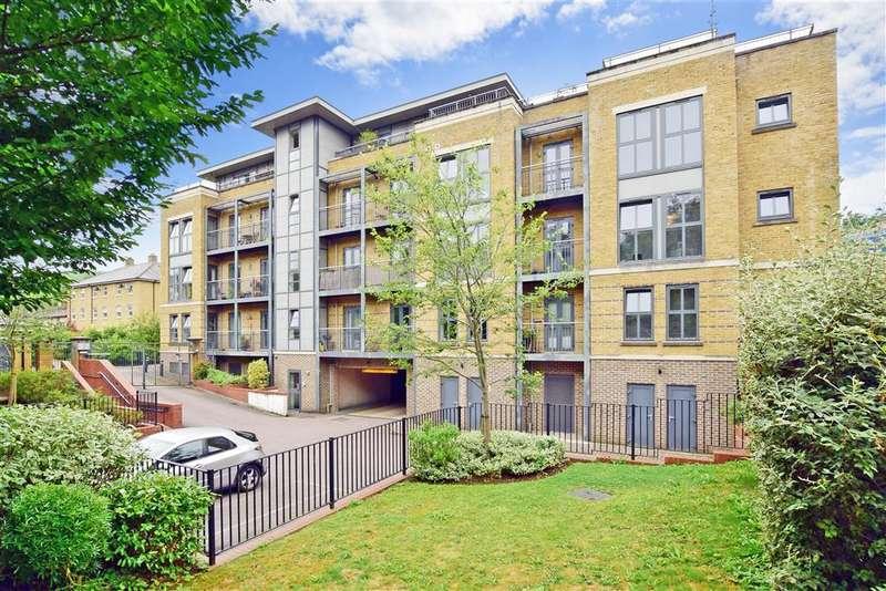 2 Bedrooms Apartment Flat for sale in Godstone Road, Caterham, Surrey