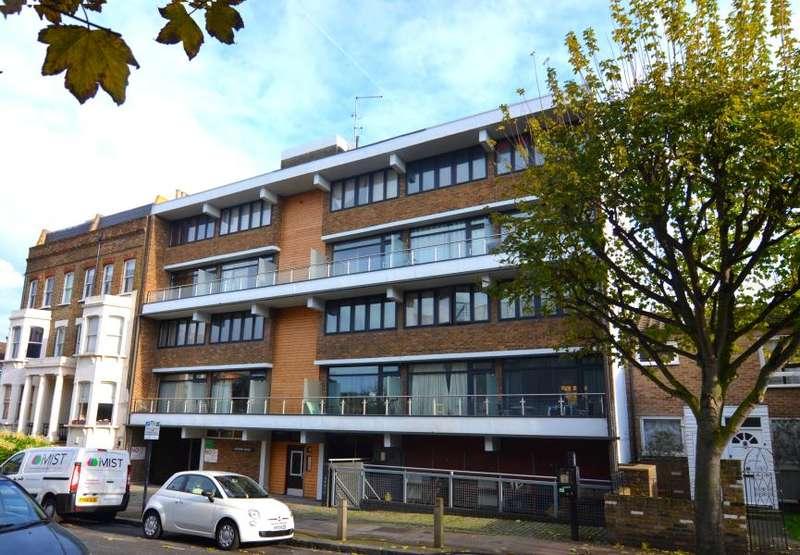 2 Bedrooms Flat for sale in Stormont Road, Battersea, SW11