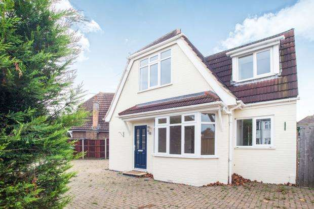 4 Bedrooms Detached House for sale in Walton On Thames, Surrey, .
