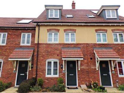 3 Bedrooms Terraced House for sale in Hilton Close, Kempston, Bedford, Bedfordshire