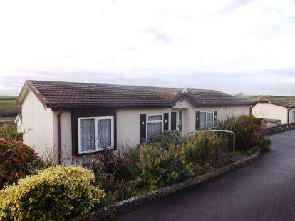 2 Bedrooms Bungalow for sale in Tregunnel Park, Newquay, Cornwall