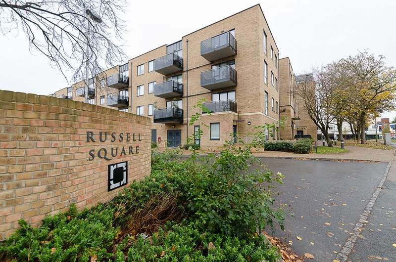 2 Bedrooms Apartment Flat for sale in Russells Crescent, Horley, Surrey, RH6