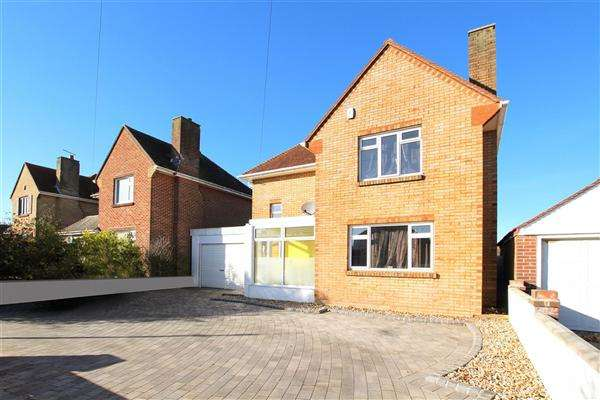 3 Bedrooms Detached House for sale in Petersfield Road, Bournemouth