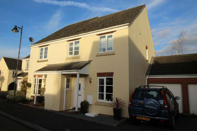 3 Bedrooms Semi Detached House for sale in St. Margarets Close, Calne, SN11