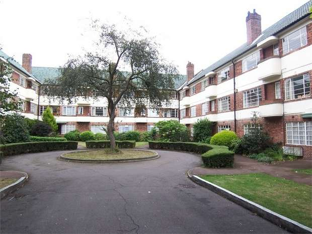 2 Bedrooms Flat for rent in Hermitage Court, Woodford Road, London