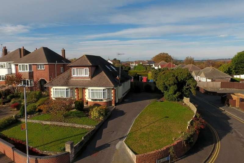 6 Bedrooms Detached Bungalow for sale in Lake Road, Hamworthy, Poole, BH15 4LH
