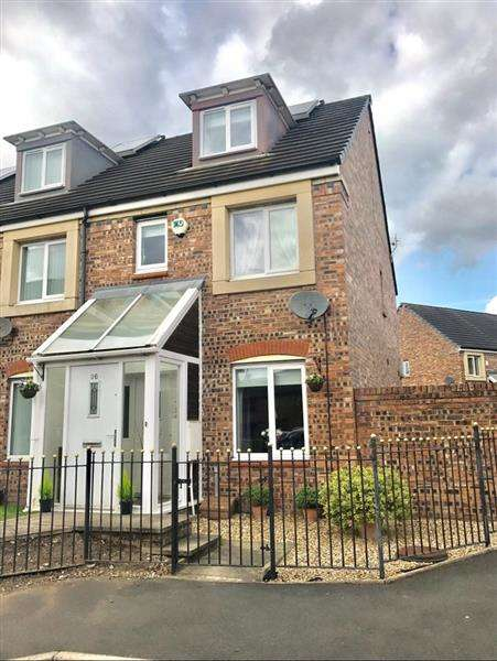 4 Bedrooms Town House for sale in Barmouth Walk, Oldham