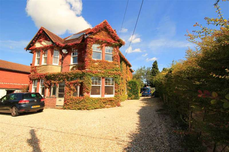 4 Bedrooms Detached House for sale in Highlands, 221 Andover Road, Ludgershall