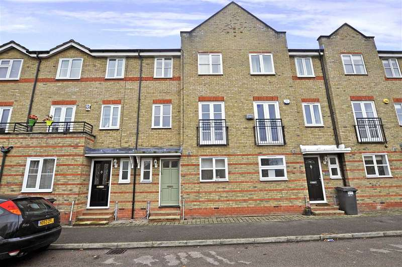 3 Bedrooms Town House for sale in Rookes Crescent, Chelmsford