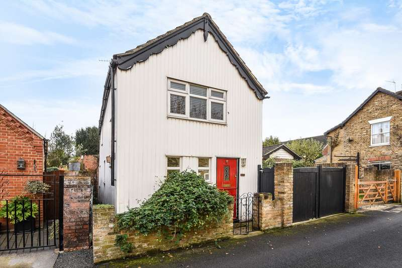 3 Bedrooms Cottage House for sale in Blacksmith's Lane, Laleham, TW18