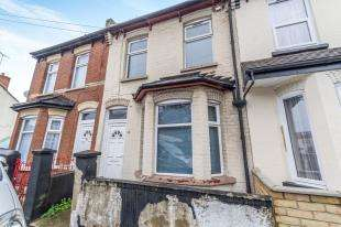 3 Bedrooms End Of Terrace House for sale in Reform Road, Chatham, Kent