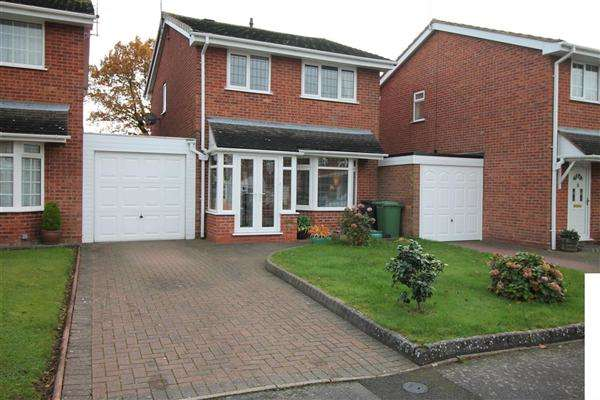 3 Bedrooms Detached House for sale in Hollyberry Close, Winyates Green, Redditch, Redditch