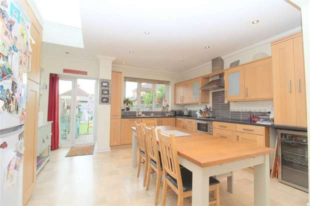3 Bedrooms End Of Terrace House for sale in Springfield Road, Ashford, Middlesex