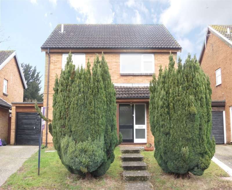 4 Bedrooms Detached House for rent in Hazel Road, Purley On Thames, Reading, RG8
