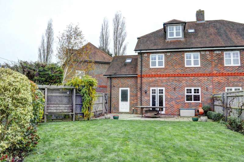 5 Bedrooms Semi Detached House for rent in Chairmakers Close, Princes Risborough