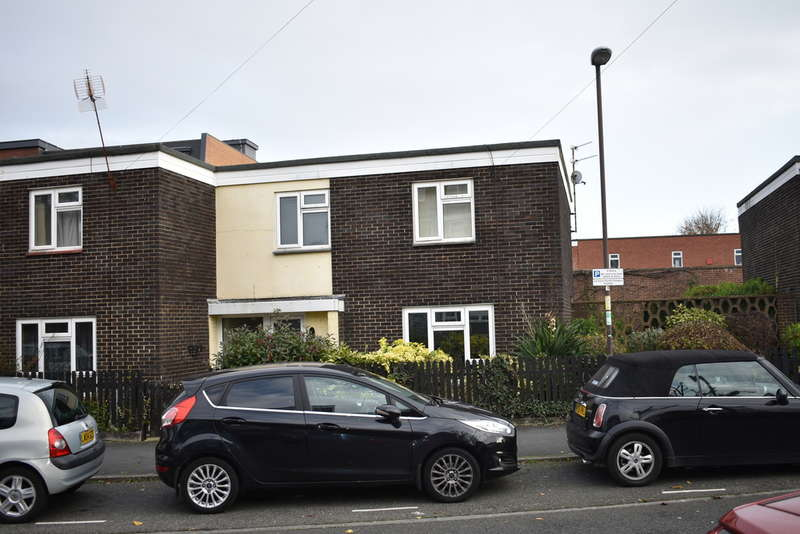 5 Bedrooms Terraced House for rent in Middle Street, Southsea