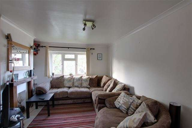 2 Bedrooms Maisonette Flat for sale in Ashdown Drive, Tilgate, Crawley