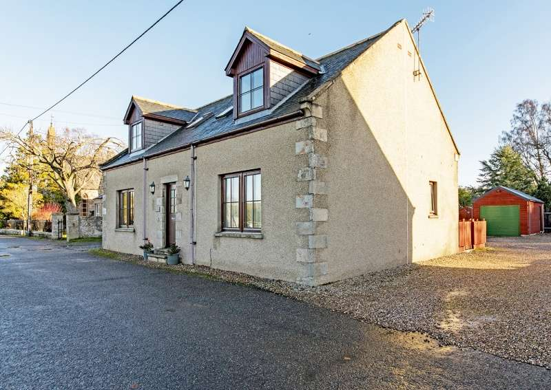 4 Bedrooms Detached House for sale in The Square, Lumsden, Huntly, Aberdeenshire, AB54 4GQ