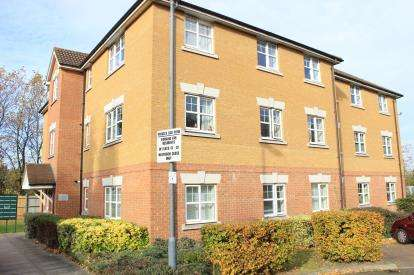 2 Bedrooms Flat for sale in Ilford