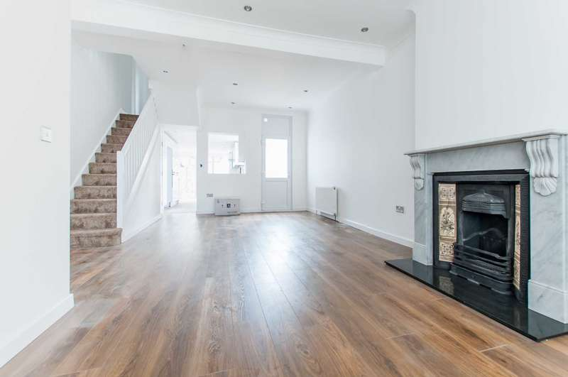 3 Bedrooms Terraced House for sale in Cambria Road, Camberwell, SE5