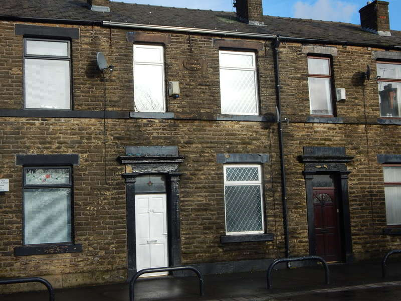 3 Bedrooms Terraced House for rent in Rochdale Road, Firgrove, Rochdale