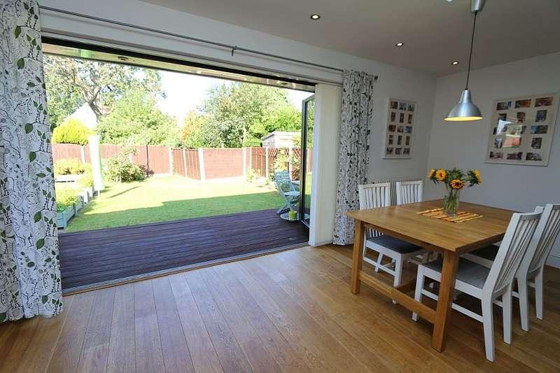3 Bedrooms Semi Detached Bungalow for sale in Longford Gardens, Sutton, London, SM1