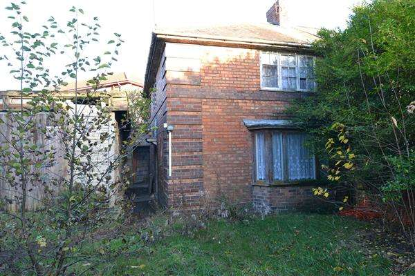 3 Bedrooms Semi Detached House for sale in Carshalton Road, Kingstanding, Birmingham