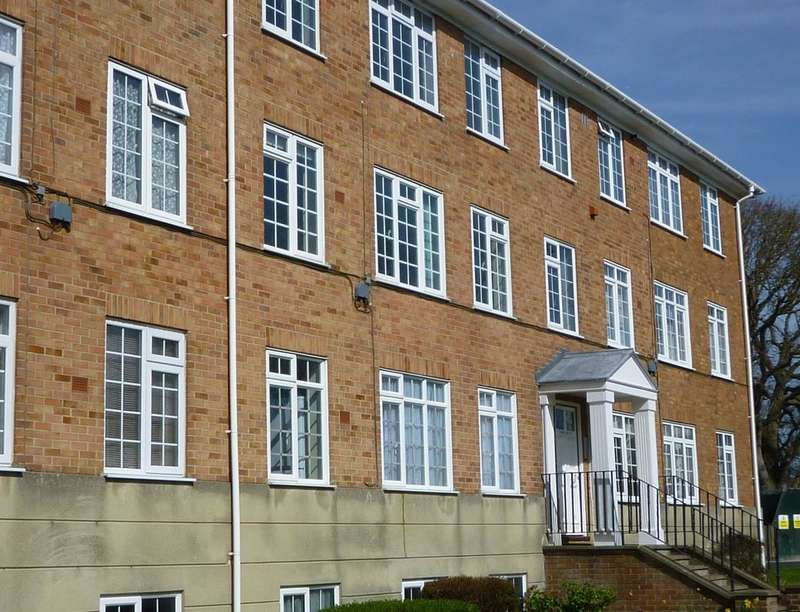 2 Bedrooms Flat for rent in South Road, Hythe, CT21