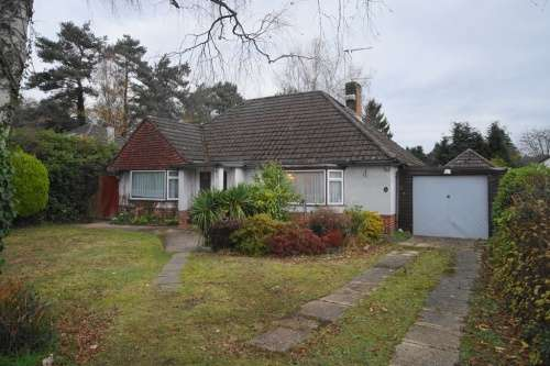 2 Bedrooms Bungalow for sale in Southern Avenue, West Moors, Ferndown, Dorset