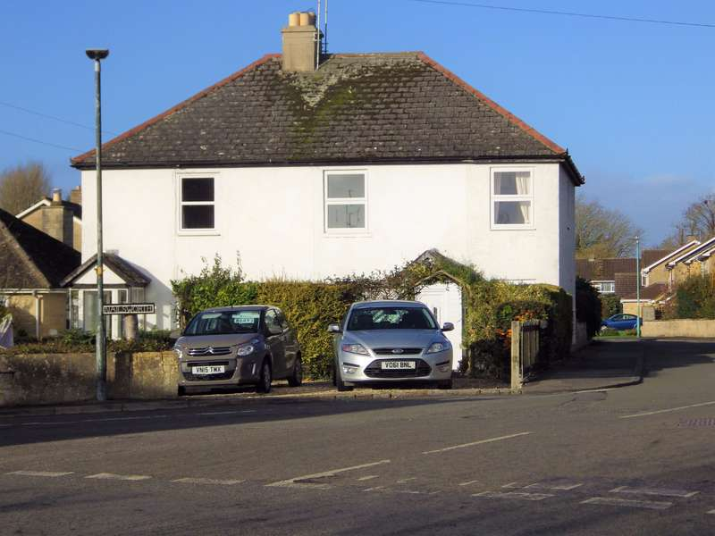 4 Bedrooms Semi Detached House for sale in Station Road, South Cerney