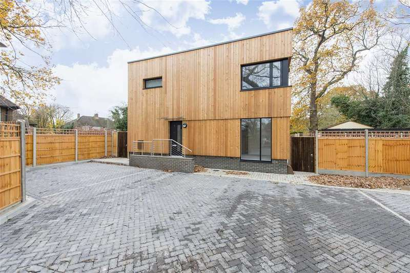 3 Bedrooms Detached House for sale in Summerhouse Drive, Stanmore, STANMORE