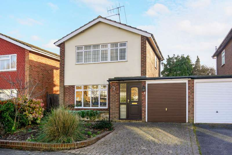 3 Bedrooms Detached House for sale in Long Drive, Burnham, SL1