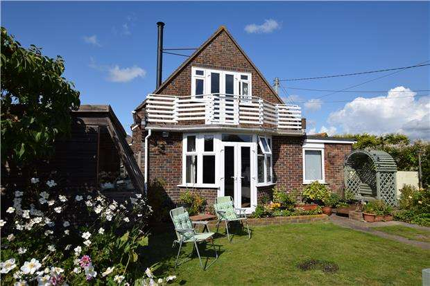 3 Bedrooms Detached House for sale in Coast Road, Pevensey Bay, PEVENSEY, East Sussex, BN24 6NE