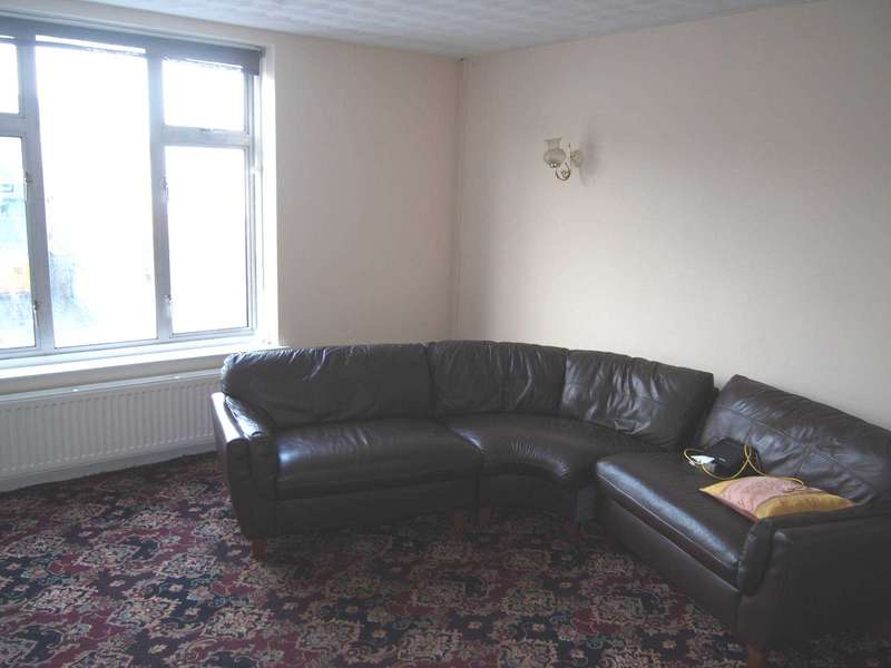 3 Bedrooms Flat for rent in Desborough Avenue, High Wycombe