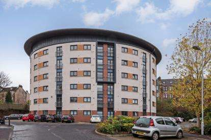 2 Bedrooms Flat for sale in Saucel Crescent, Paisley