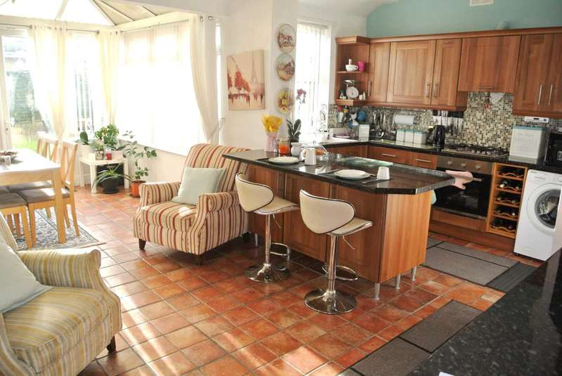 3 Bedrooms Detached Bungalow for sale in Preston New Road, Blackpool, FY4 4RH