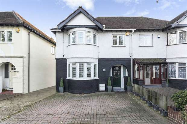 3 Bedrooms Semi Detached House for sale in New Road, London