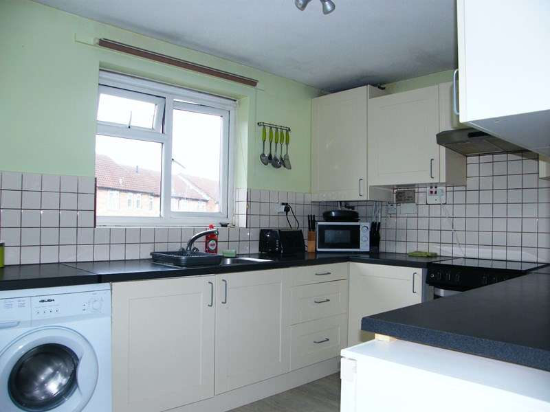 2 Bedrooms Flat for rent in Hatfield Road, Rayleigh
