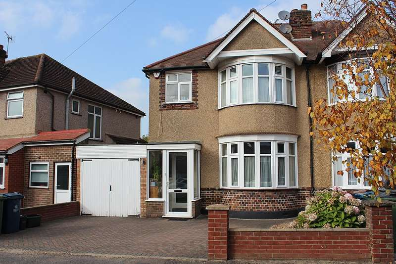 3 Bedrooms Semi Detached House for sale in Park Crescent, Harrow, London, HA3