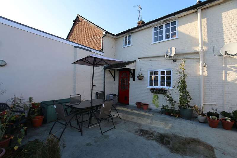 2 Bedrooms Maisonette Flat for sale in Quarry Hill Road, Tonbridge, Kent, TN9 2RS