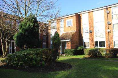 2 Bedrooms Flat for sale in Chigwell, Essex