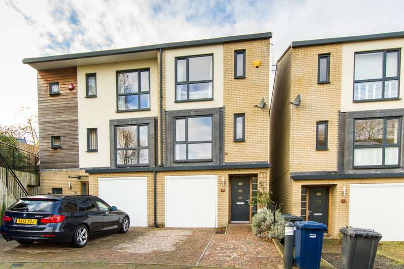 4 Bedrooms Semi Detached House for sale in Snowberry Close, High Barnet, EN5