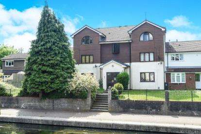 2 Bedrooms Flat for sale in Kirkby Court, Craiglee Drive, Cardiff, Caerdydd