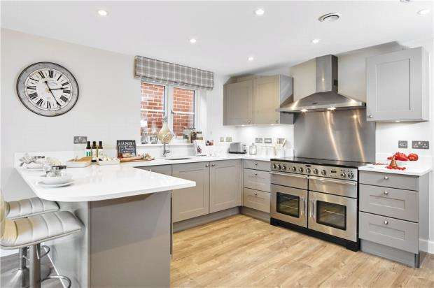 5 Bedrooms Detached House for sale in Warren House Road, Wokingham, Berkshire