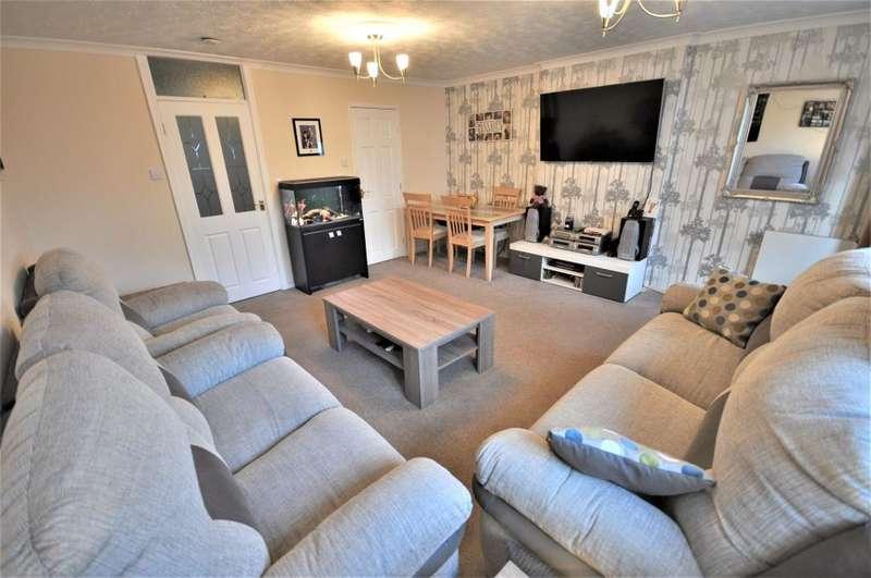 2 Bedrooms Maisonette Flat for sale in Dunbar Road, Ingol, Preston, Lancashire, PR2 3YE
