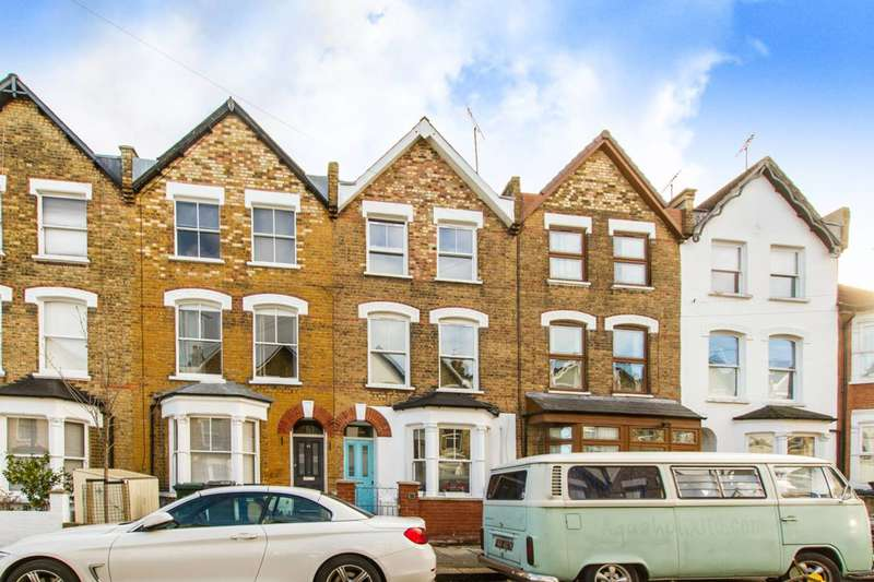 4 Bedrooms House for rent in Holly Park Road, Friern Barnet, N11
