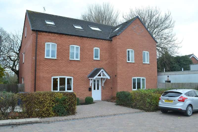 2 Bedrooms Ground Flat for sale in Burton Road, Streethay, Lichfield